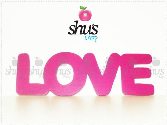 LOVE para regalar amor en San Valentín. Con Arial Rounded en Magenta.