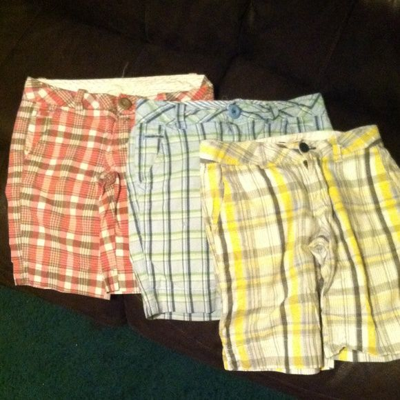 3 pair of shorts 3 pair of shorts - the yellow pair is Union Bay the other 2 are Aeropostale Aeropostale Shorts Bermudas