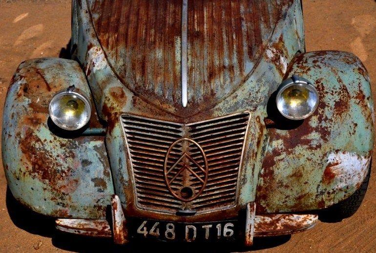 Citroën 2cv. Needs some TLC ...