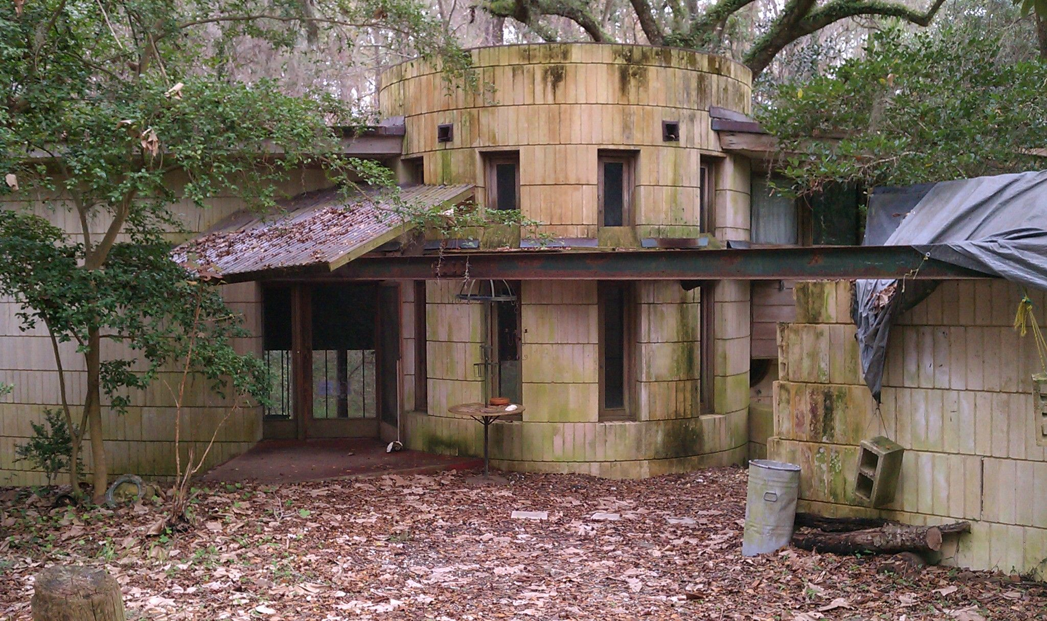 Abandoned frank lloyd wright house george lewis house for Frank lloyd wright list of houses