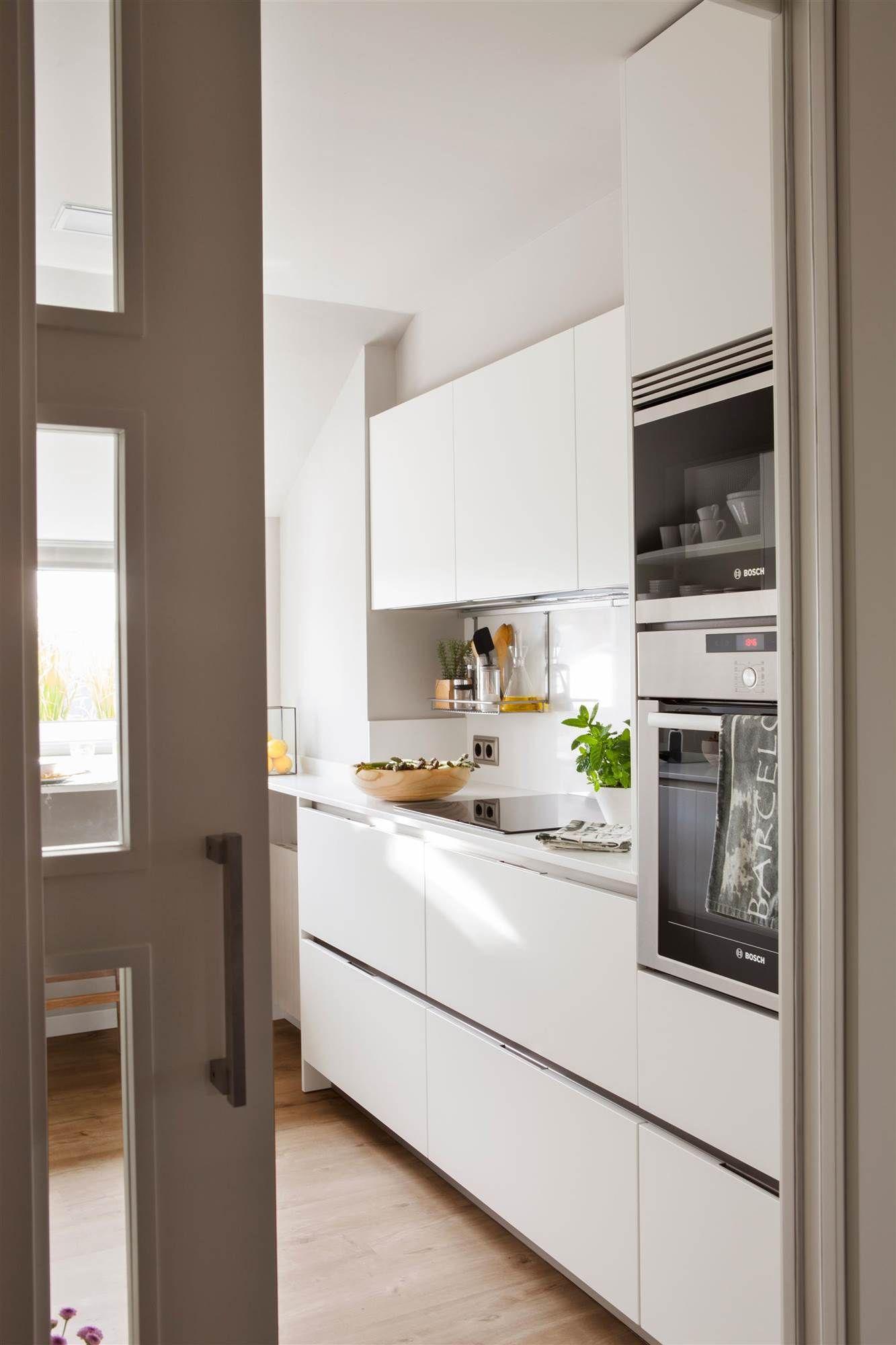 cocina blanca con puerta corredera_00421263 O | Cocinas abiertas ...