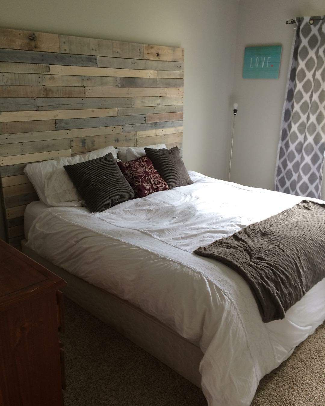 Whitewashed Pallet Headboard Pallet furniture white, Bed