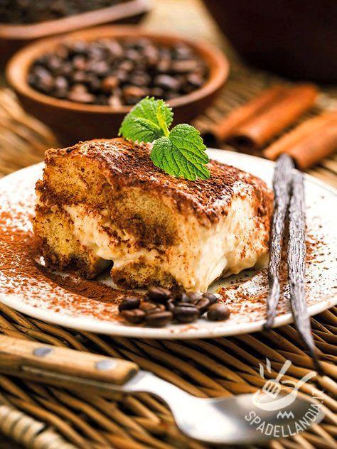 Il Tiramisù leggero allo yogurt e caffè è un dolce al cucchiaio gustosissimo, più light rispetto ai comuni tiramisù ma non meno goloso. Da assaggiare!
