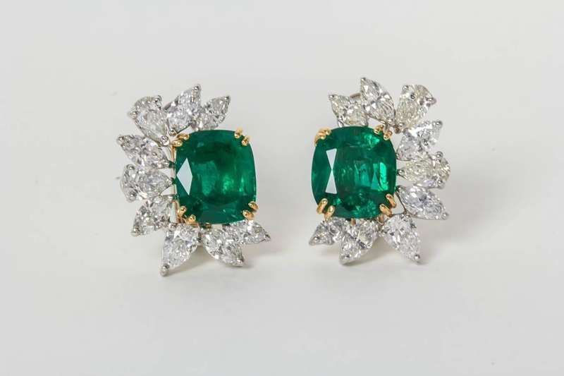 41628971e For Sale on 1stdibs - A unique emerald and diamond earring to add to any  collection. 11.22 carats of Fine Green cushion cut GIA Certified Emeralds  6.68 ...