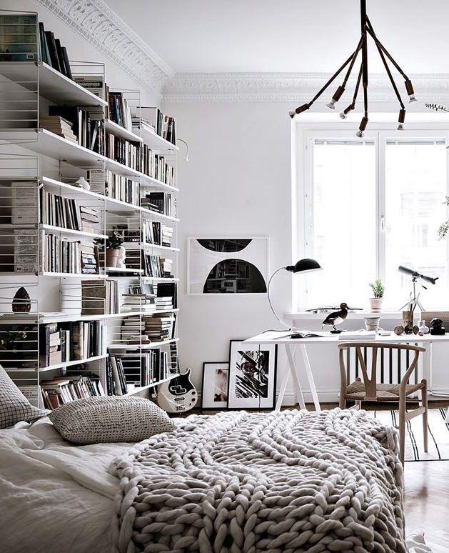 spacious and open floor plan schlafzimmer schlafzimmer ideen und b cherwand. Black Bedroom Furniture Sets. Home Design Ideas