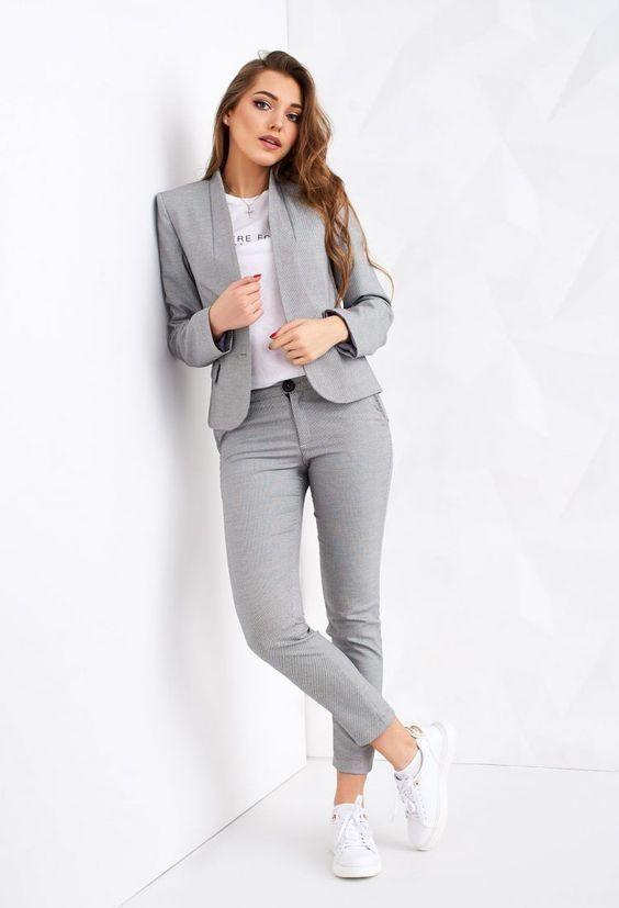 Outfits para las que aún en cuarentena tienen que ir a la oficina