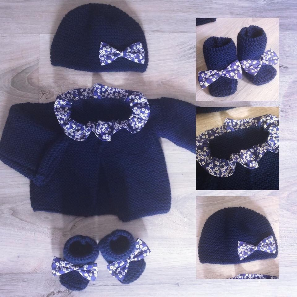 brassière et chaussons et bonnet fille en laine bleu marine et tissu  liberty mitsi a1d45d2c8a1