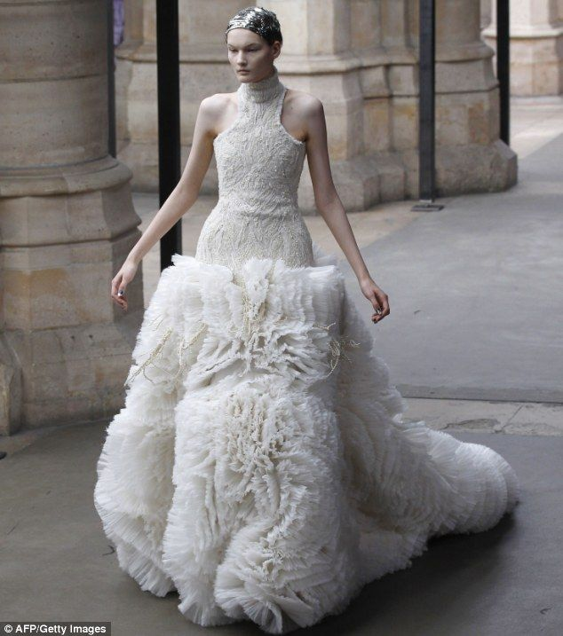 So is this what youll be wearing to the wedding kate sarah sarah burton per alexander mcqueen fallwinter 2011 foto ap junglespirit Gallery
