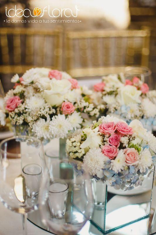 Centro de mesa en tonos pastel con base de espejo Ideal