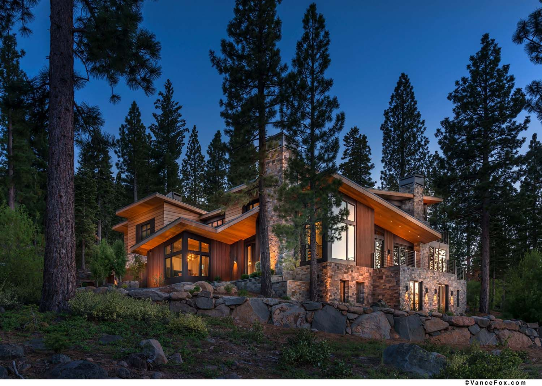 Northern California Mountain Retreat Displays Impressive Design Details California Mountains Contemporary House Exterior Mountain Retreat