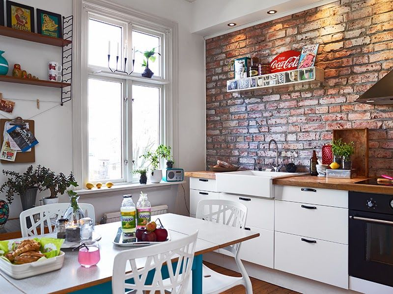 Un Apartamento Con Ideas Sencillas Para Copiar Cocina Con Paredes De Ladrillo Cocinas De Casa Cocina Eclectica