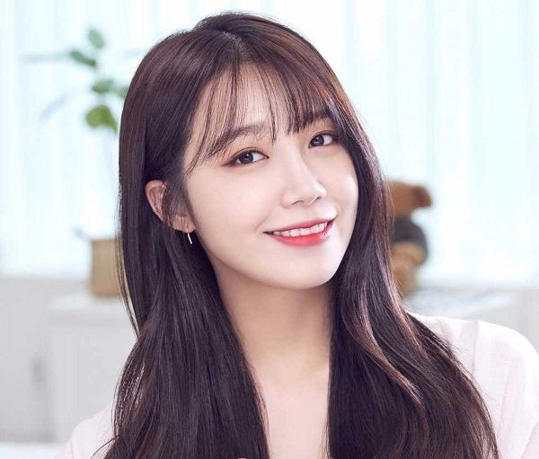 Eunji From A Pink Is Set To Travel To Spain For Olive Tv S One Night Food Trip Koogle Tv First Tv Eunji Apink Pink