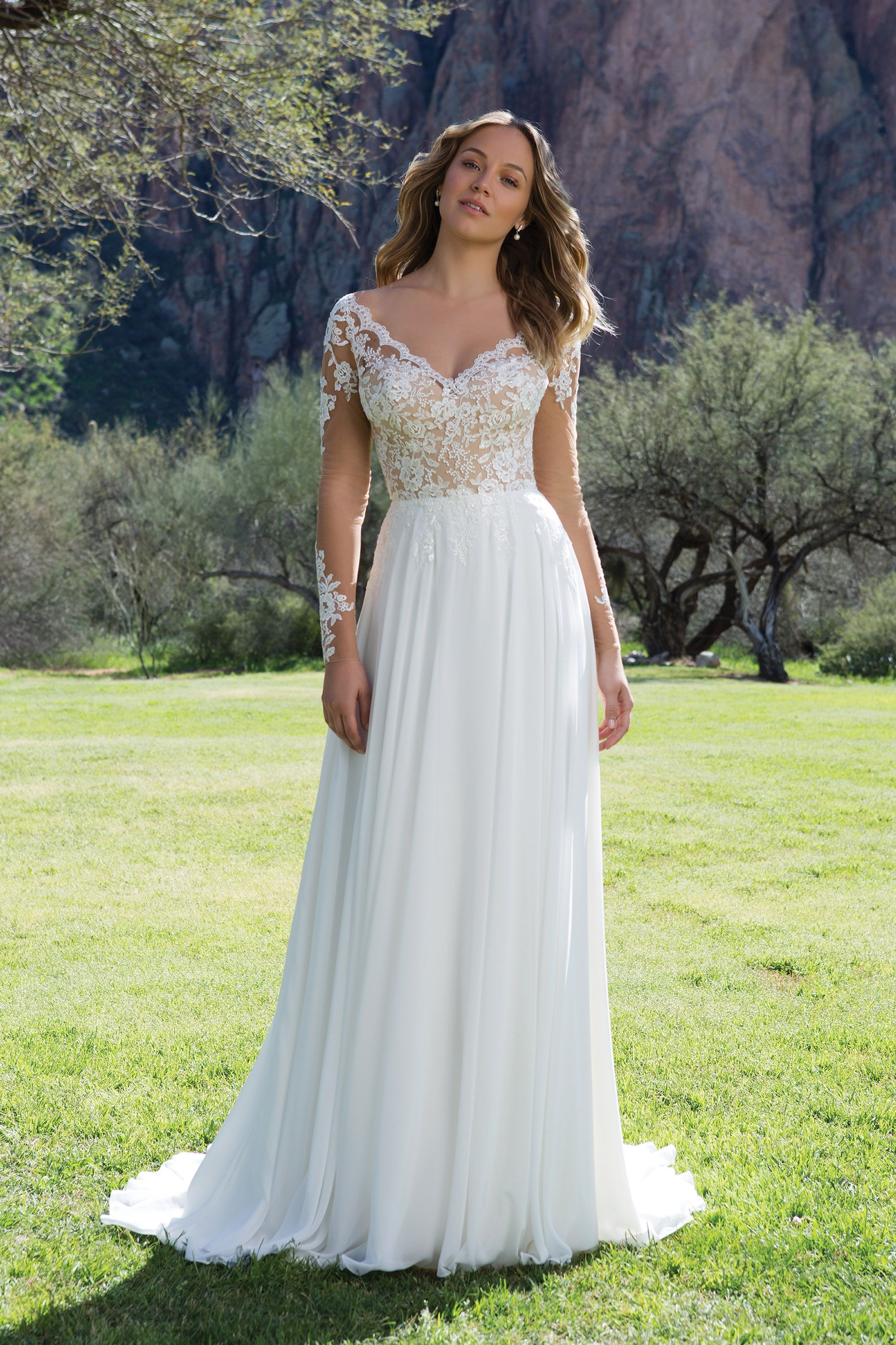 Sweetheart Gowns 1130 Ivory/Ivory Size 6 Lace V-Neck Gown with ...