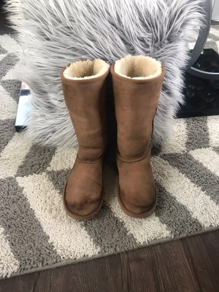 Ugg boots kids size 3. Fits on girls