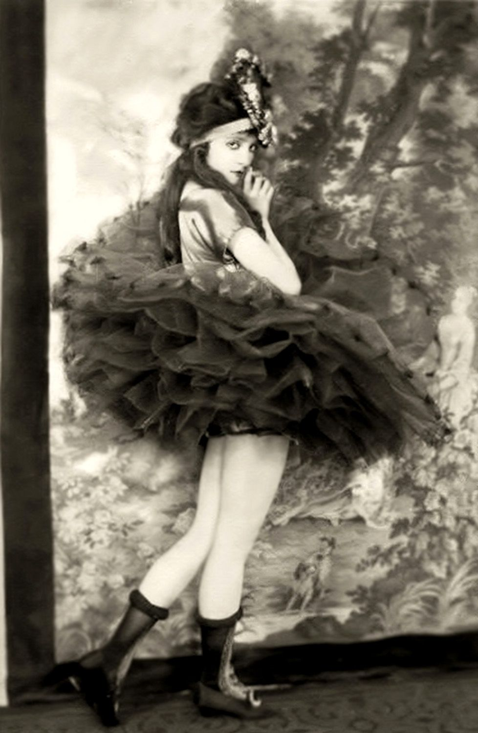 Ziegfeld Girl photographed by Alfred Cheney Johnston