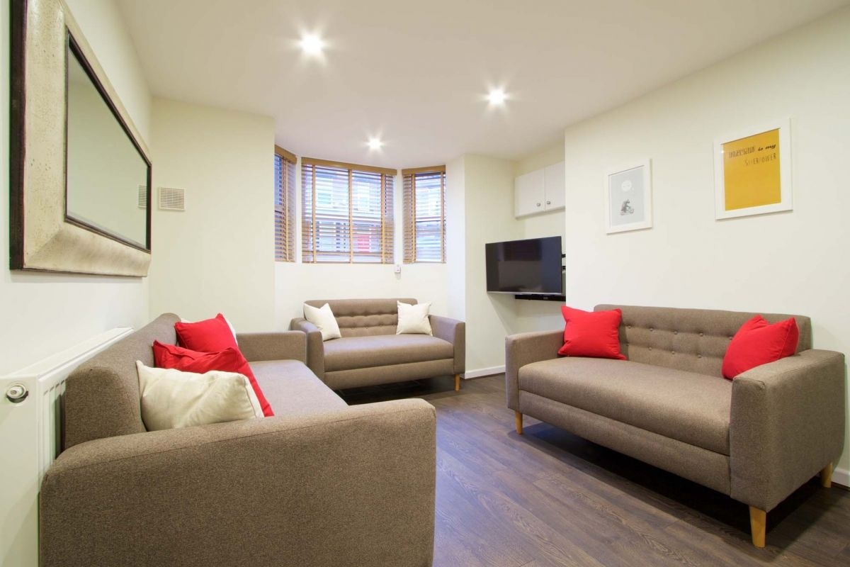 10 Brudenell Mount 7 Bedroom Leeds Student House Living Room.