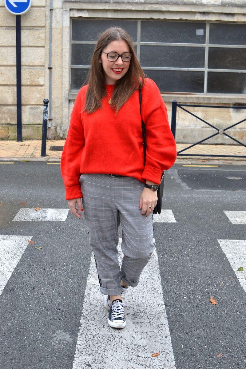 pull gris pantalon rouge