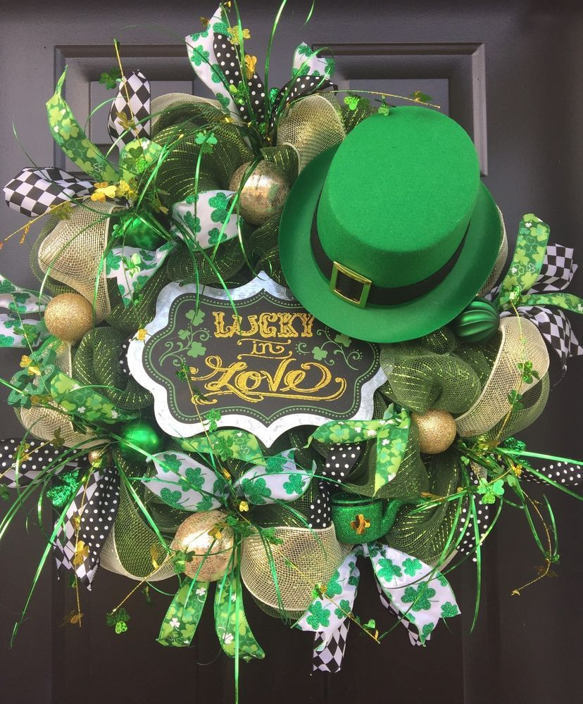 """""""LUCKY IN LOVE"""" Top Hat - XXL Whimsical Chic St. Patrick's Day Deco Mesh Wreath  #Handmade"""