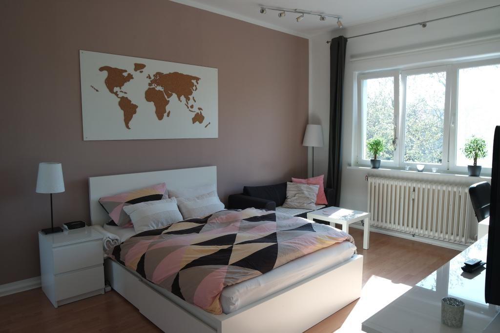 Gemütliches Zimmer In Weiß Altrosa Zur Zwischenmiete In