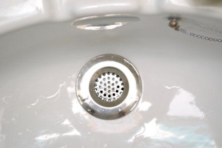 Unclogging A Bathtub Drain Doesnu0027t Have To Be Complicated Or Expensive So  Long As