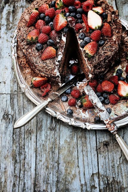 Beautiful Chocolate Cake With Strawberries Summers Beauties