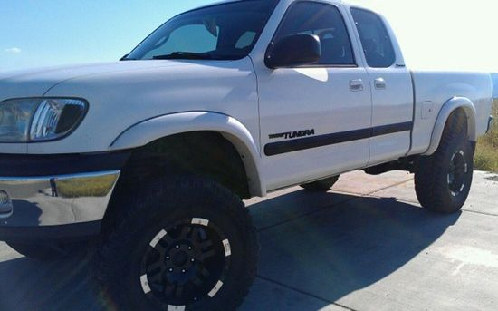 Featured Truck - Black and White Custom 2000 Toyota Tundra - Side Profile