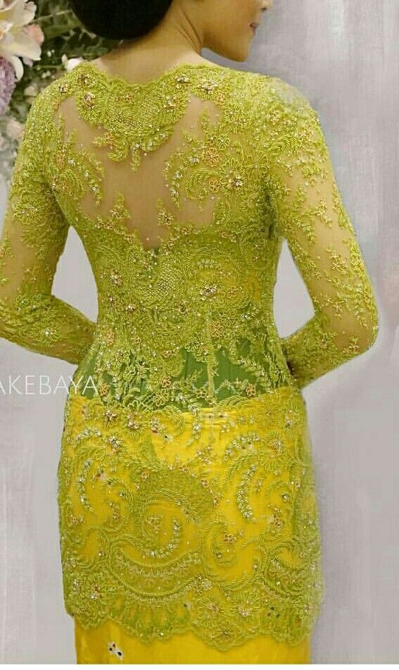 Photo of #backdetails #kebayatunangan #swarovski