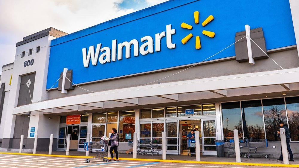 Retailer S Hiring Efforts Surpass Previous Goal Of 250 000 Veteran Hires Walmart Walmart Store Grocery Online