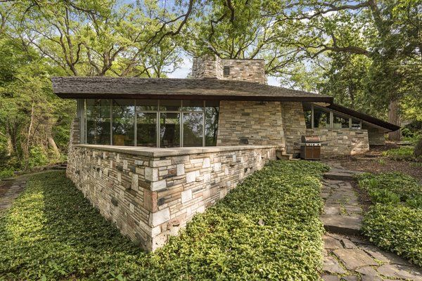 Best A Frank Lloyd Wright Home With Unusual Materials Hits The 400 x 300