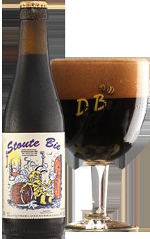 Stoute Bie / Een donkerbruin bier met een beige schuimkraag van 5,5% alc. vol. De smaak is eerder zacht zoet.