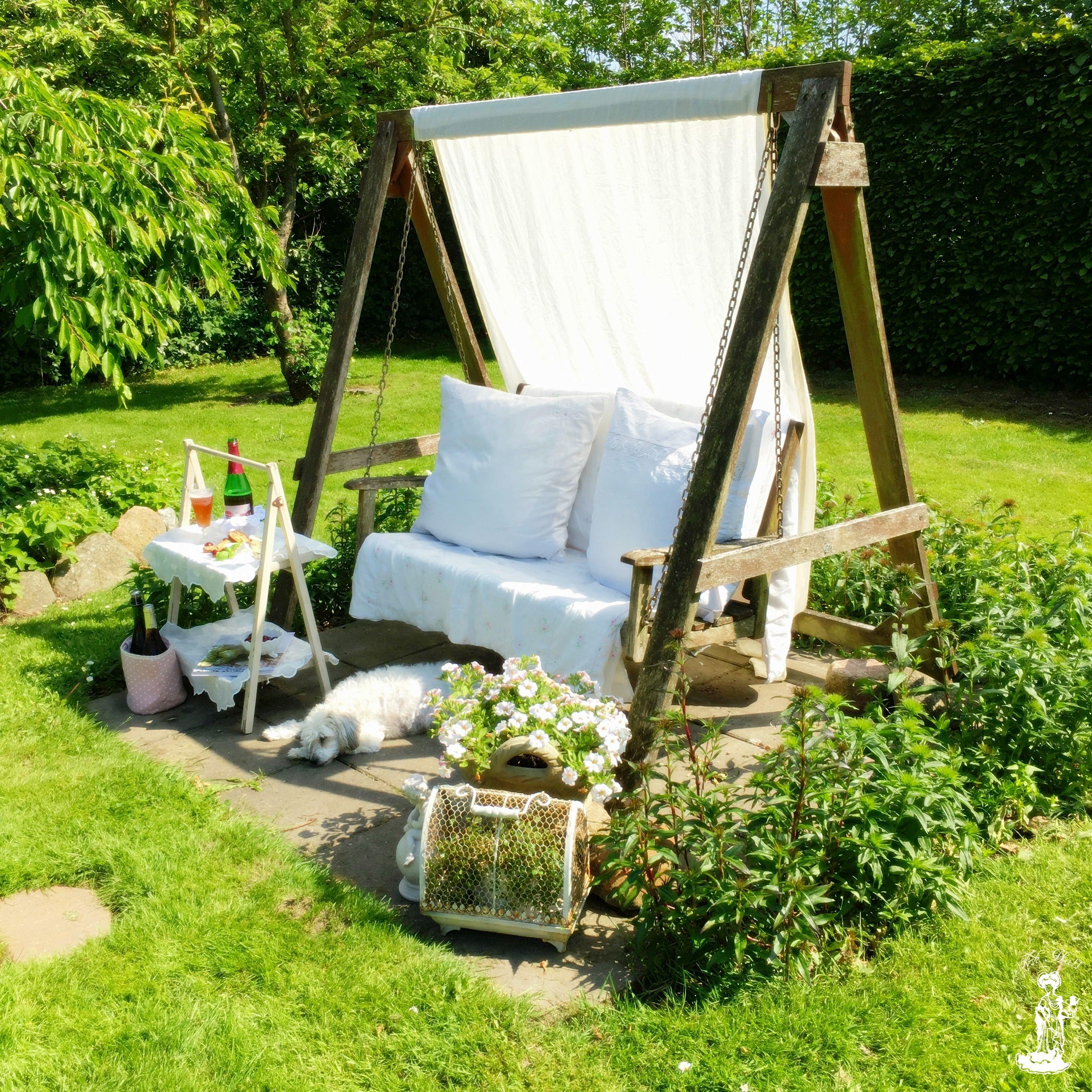romantic beautiful shabby chic garden