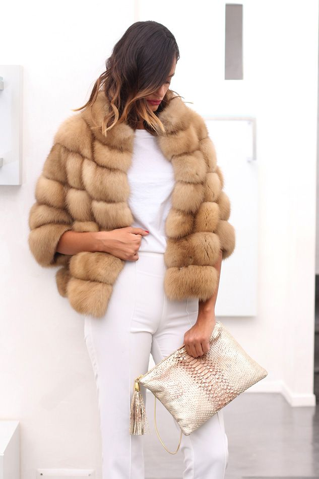 Marten fur (sable's family) Jacket with whole skins. Made in Italy. Skins Quality: First Quality; Color: Beige; Closure: With hooks; Collar: Round; Lining: 100% Satin; Lining Color: Fantasy, Multicolor; Length: 57 cm; #elsafur #fur #furs #furcoat #jacket #giacca #peliccia #pellicce #russiansable #sojupushninasable #jacketsable #barguzinskysable #giaccazibellino #zibellino