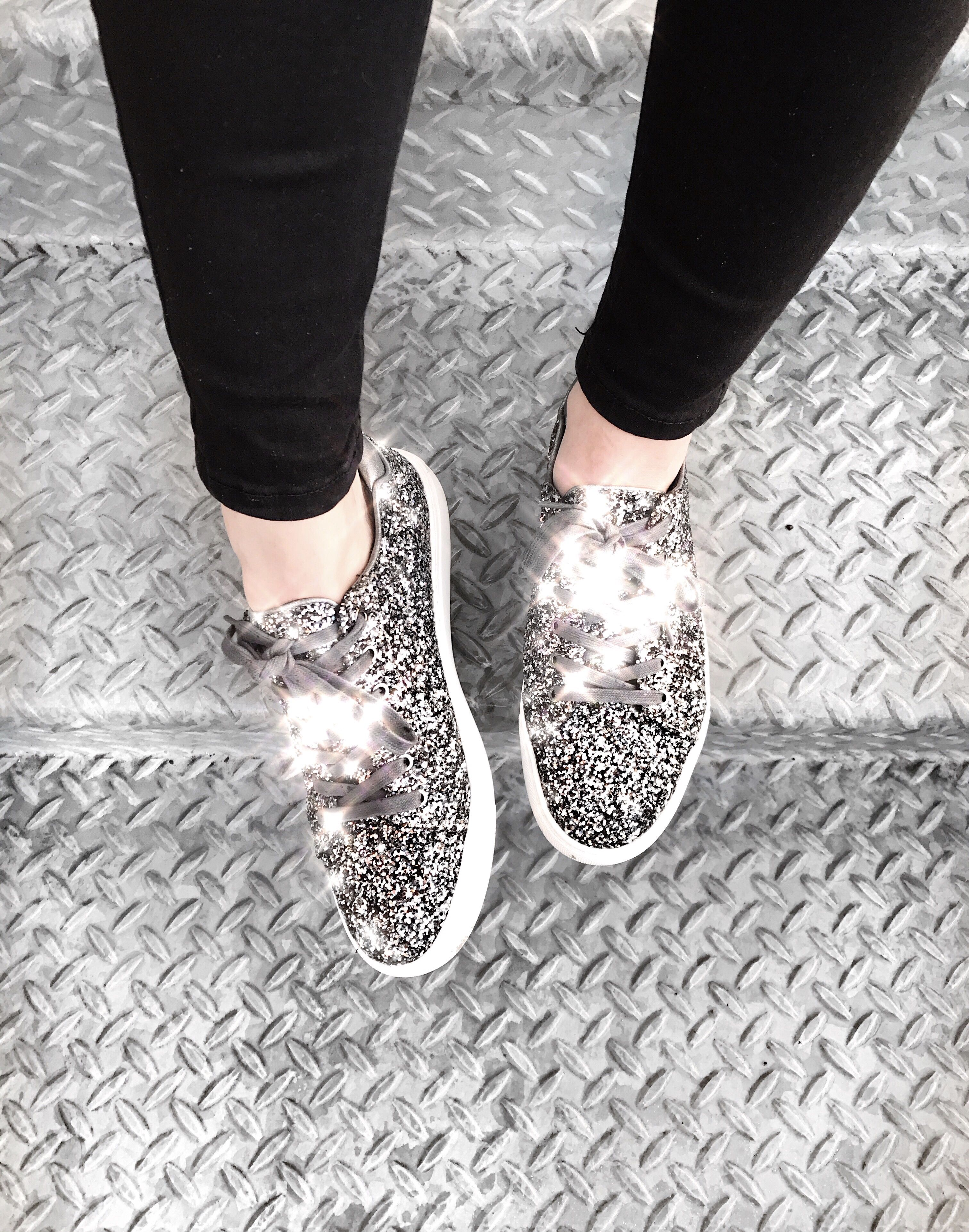 Outfits Glitter Sneakers Rock To Sneaker 101 How Styling cqwT0nza1