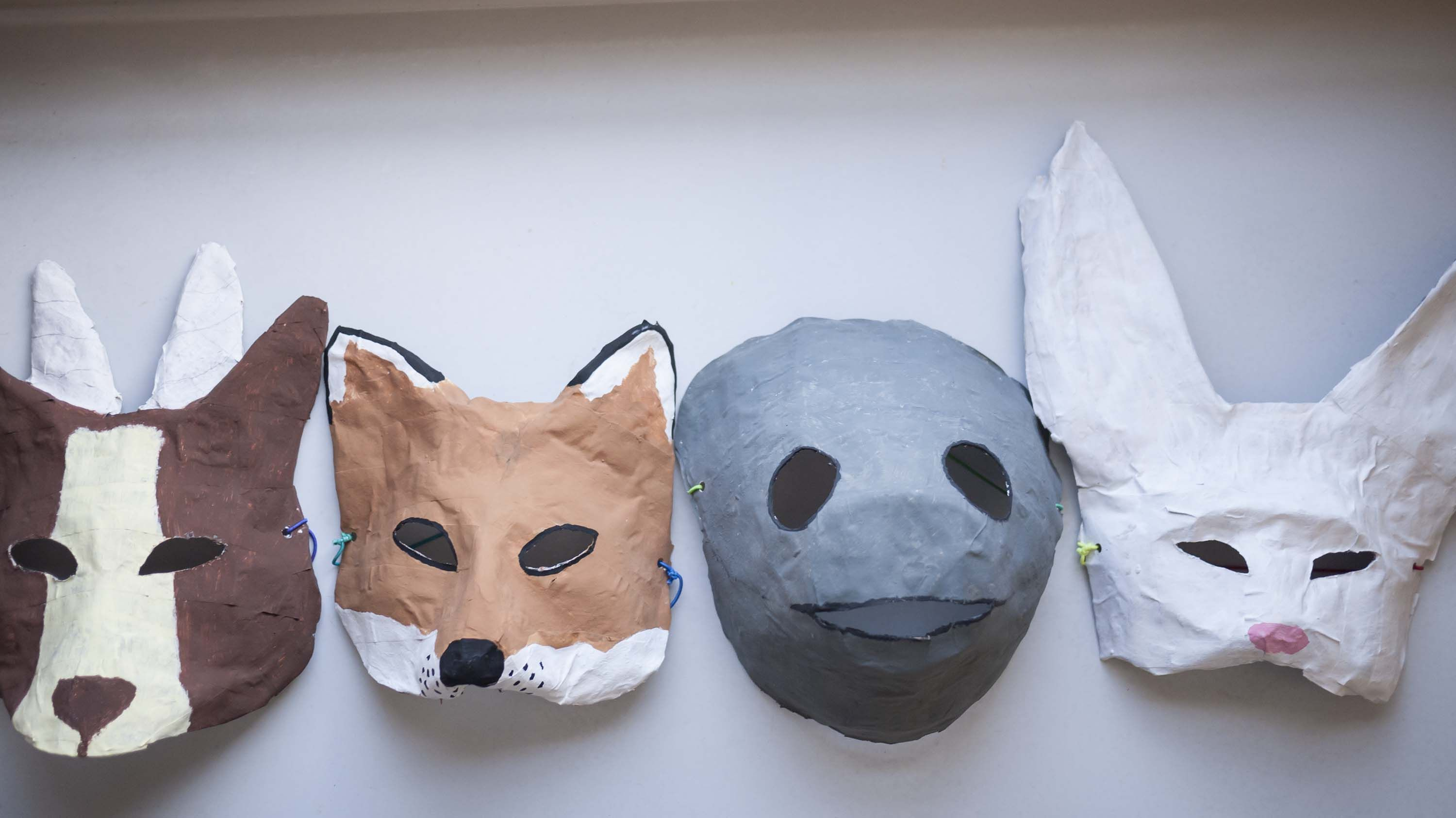 I have a really easy halloween mask diy for you paper - Masque papier mache ...