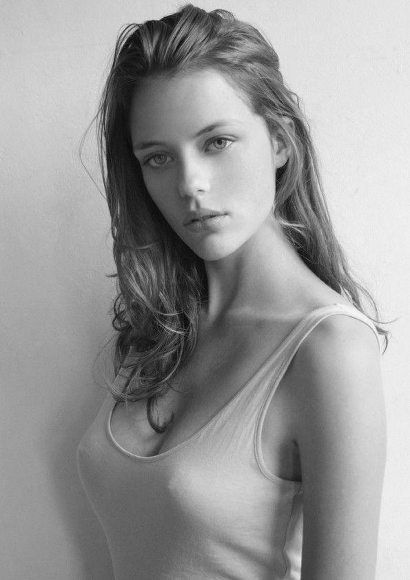 фото грудь юной модели этом стимуляции