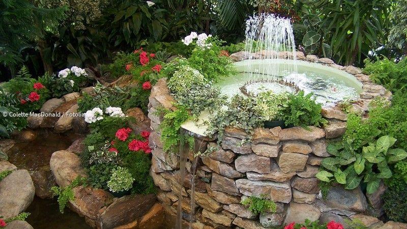 Ein Springbrunnen Im Garten Luxus Pur Lebensart Oder Einfach Nur Kitsch Das Muss Jeder Selbst Entschei Springbrunnen Garten Wasserspiel Garten Gartenbrunnen