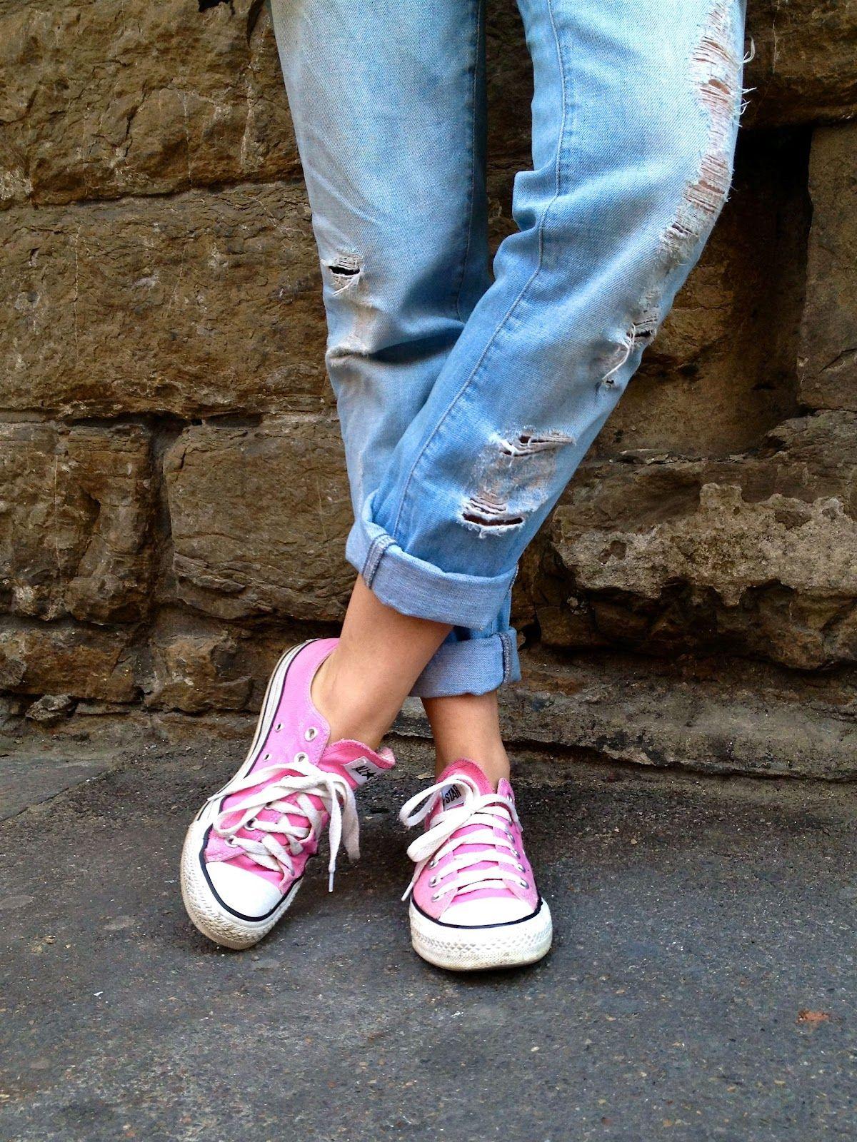 d69ba6a88715 Pink converse   distressed boyfrien jeans