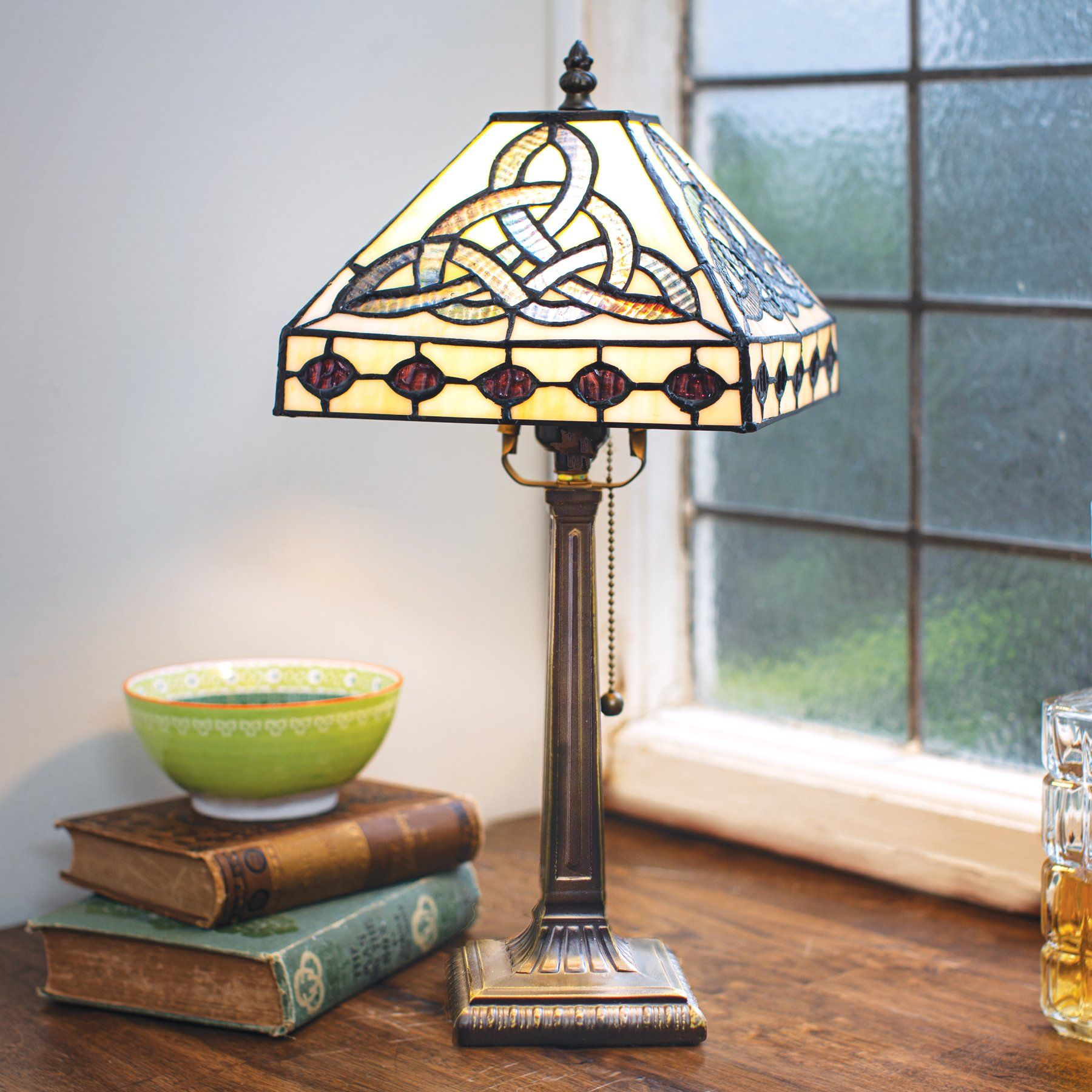 Stained Glass Trinity Knot Lamp In 2020 Lamp Tiffany Table