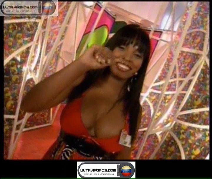 Vídeo Aquí: http://www.ultraforos.net/foro/showthread.php?621709-Negrota-con-tremendas-%28-%29%28-%29