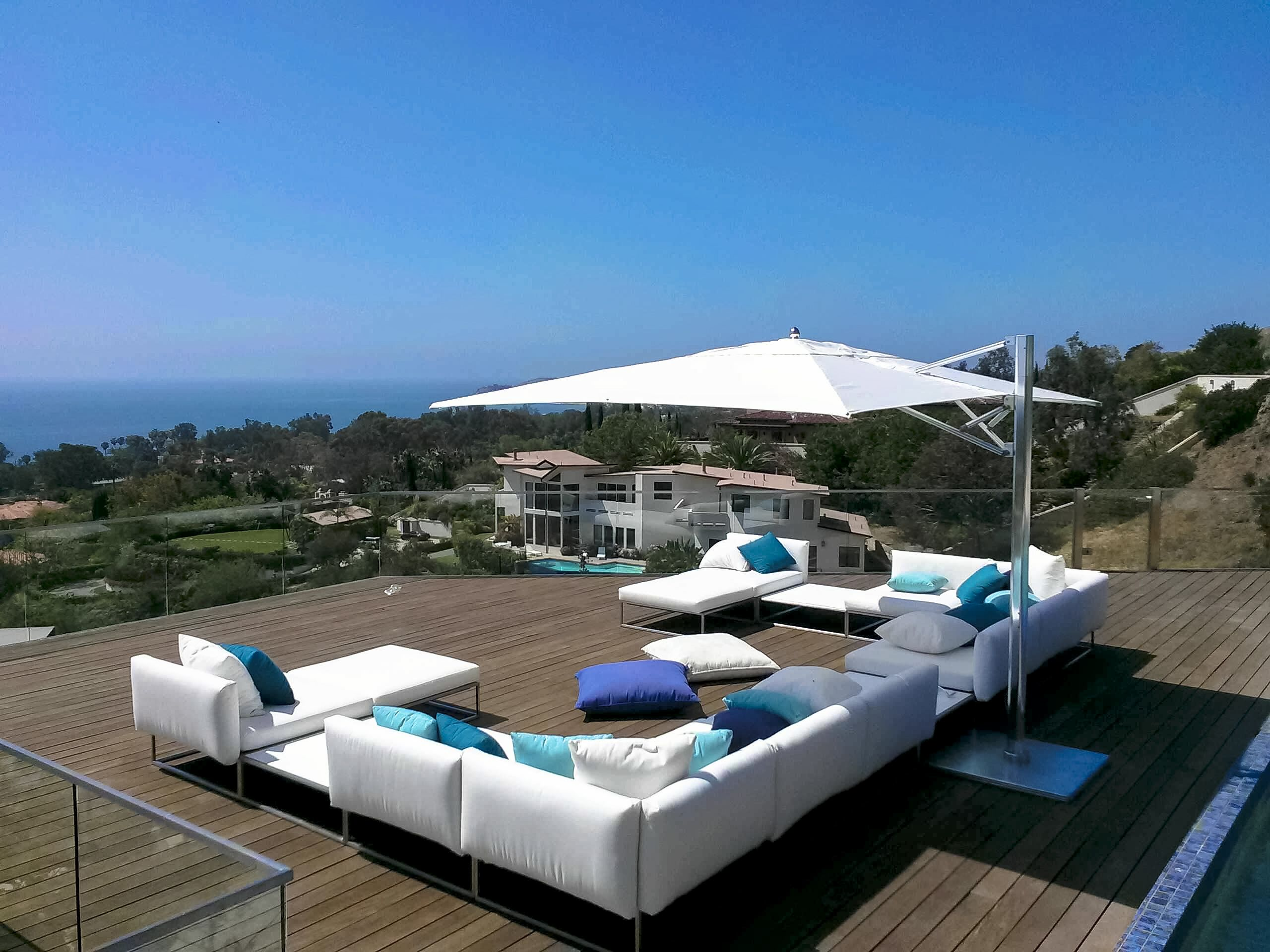 TUUCI Ocean Master MAX Single Cantilever used in an install in ...