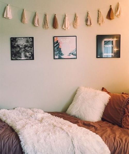 I Like The Rest Of The World Had Photos Hanging On My Dorm Wall The First Two Years Of College I Don T Blam Cool Dorm Rooms Dorm Room Decor Dorm Inspiration