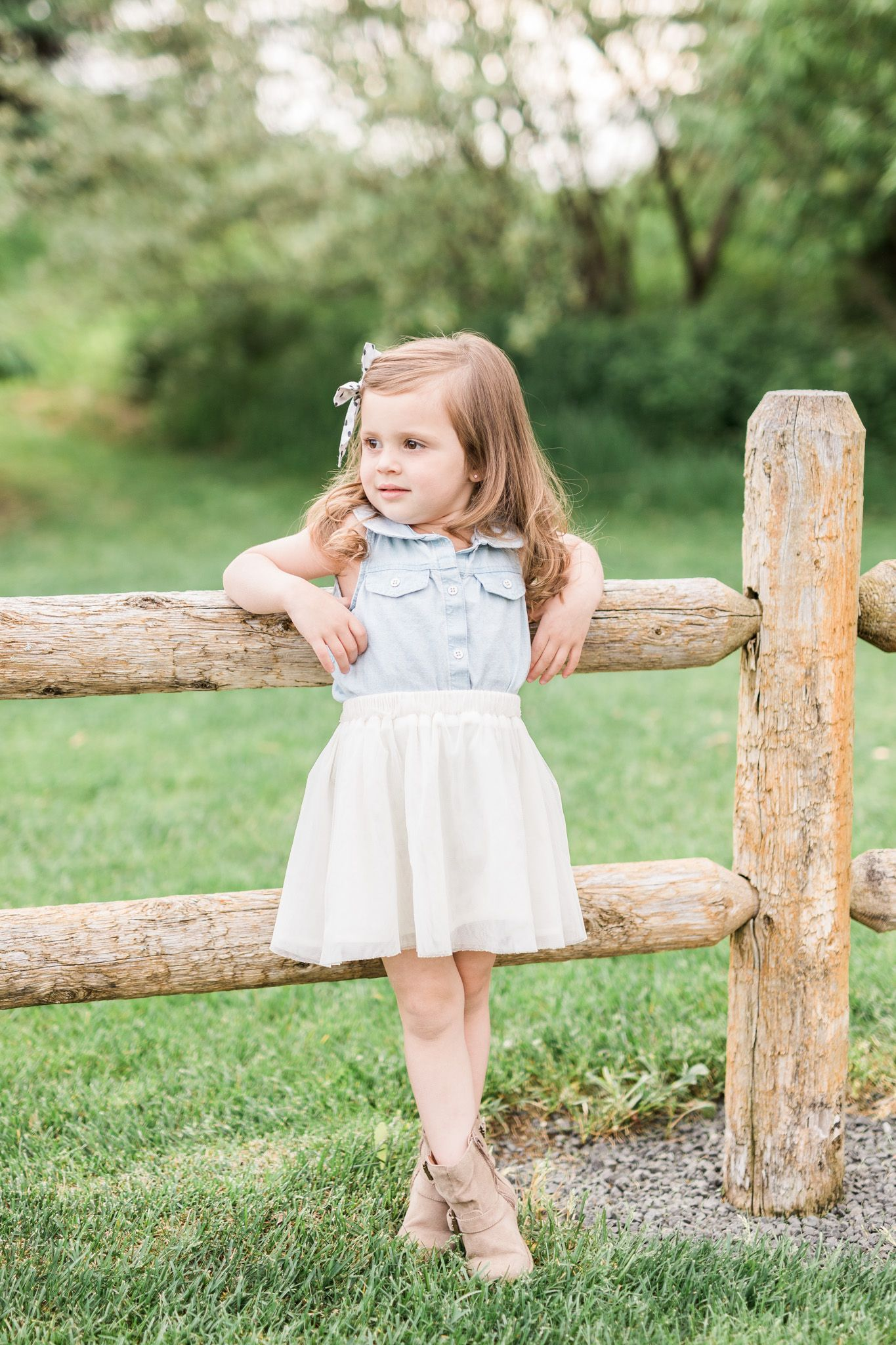 3 Year old girl | what to wear | country rustic | model | laurenda marie  photography | Children photography poses, Little girl photography, Little  girl poses