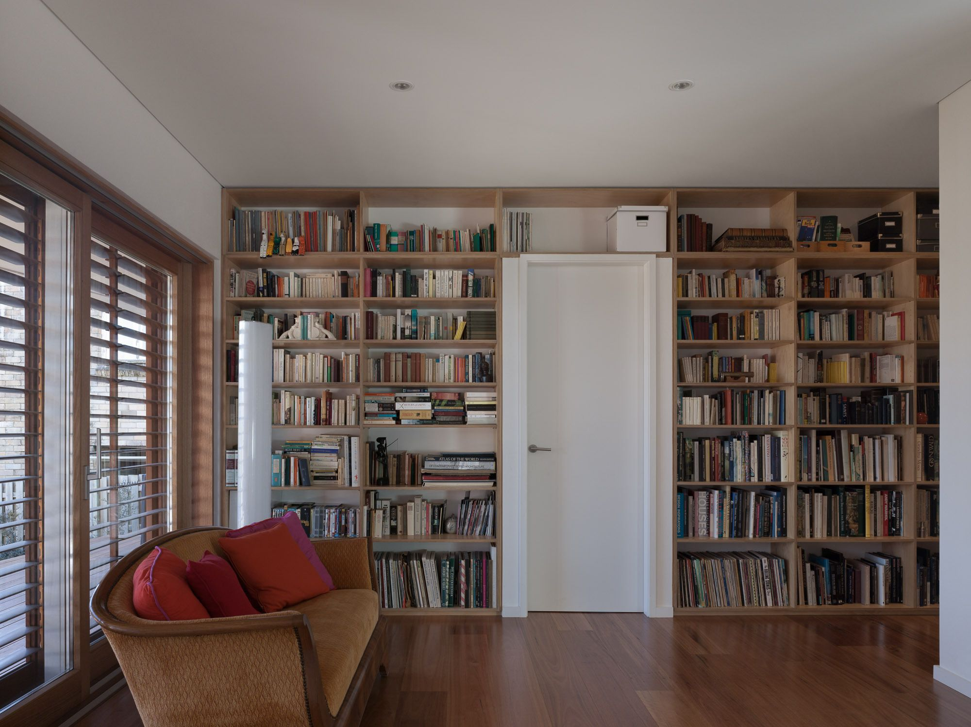 Library Welcoming Modern House with Panoramic Views in Greenwich ...