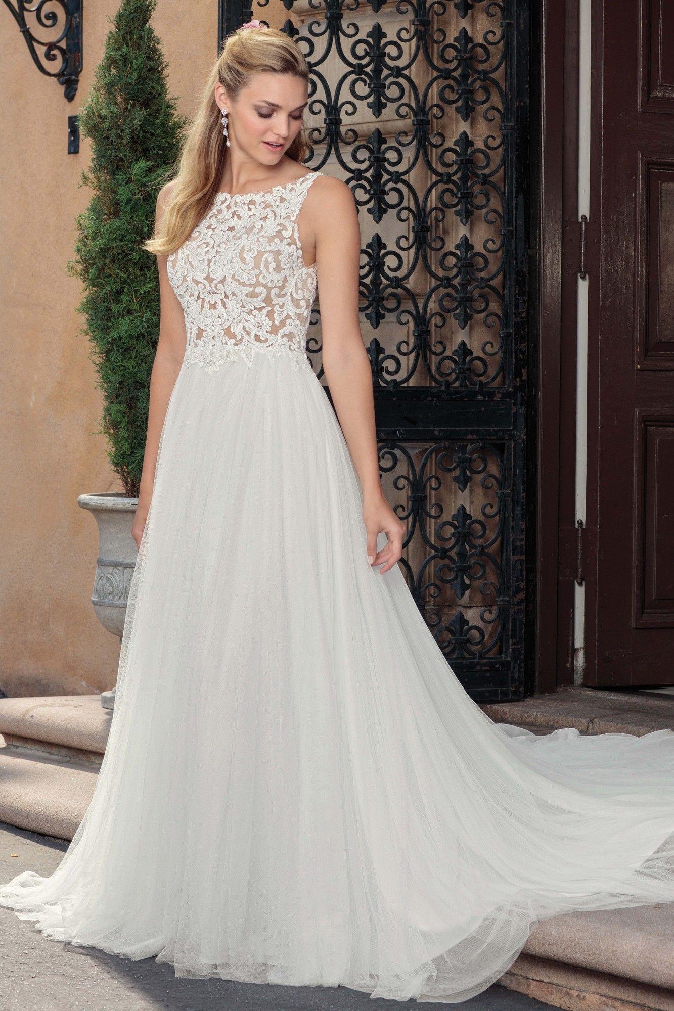 Wedding Dress out of Casablanca Bridal 2310 Della in