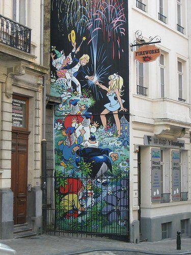 """- rue du Chêne-La fresque d'Olivier Rameau par Dany fut inaugurée en juin 1997. Sa superficie est d'environ 60 m². Elle est placée très judicieusement à côté d'un magasin de feux d'artifices, """"Fireworks"""" et à quelques mètres de Manneken-Pis. Réalisation de G. Oreopoulos et D. Vandegeerde de la société """"Art Mural"""