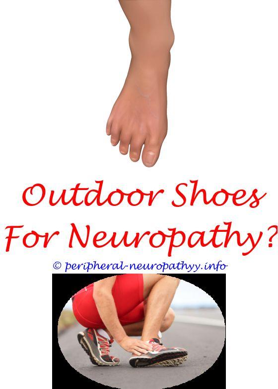 Foot Doctor inspecting foot problems Moon twp, Beaver Podiatrist, Diabetic  Foot Exam Cranberry Twp