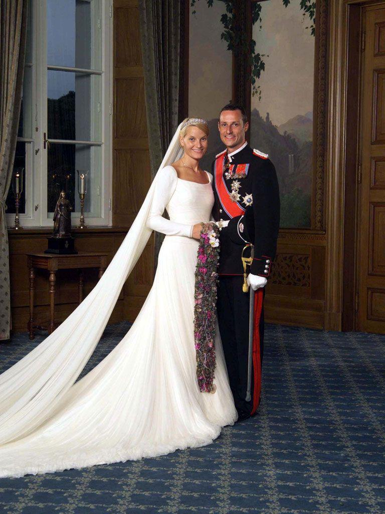 Wedding portrait taken in the Bird Room, Royal Palace in Oslo