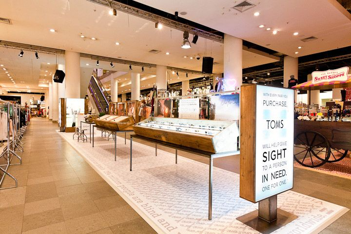 9f04bcba29 Toms Pop Up Sunglasses stand Selfridges Design 4 Retail 02 Tom`s Sunglasses  stand in Selfridges by Design4Retail, London, The different displays along  with ...