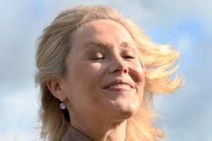 Der Rettungsruf war erfolgreich: Dank eines ADAC-Hubschraubers hatte Bettina Wulff beim Oktoberfest die Haare schön