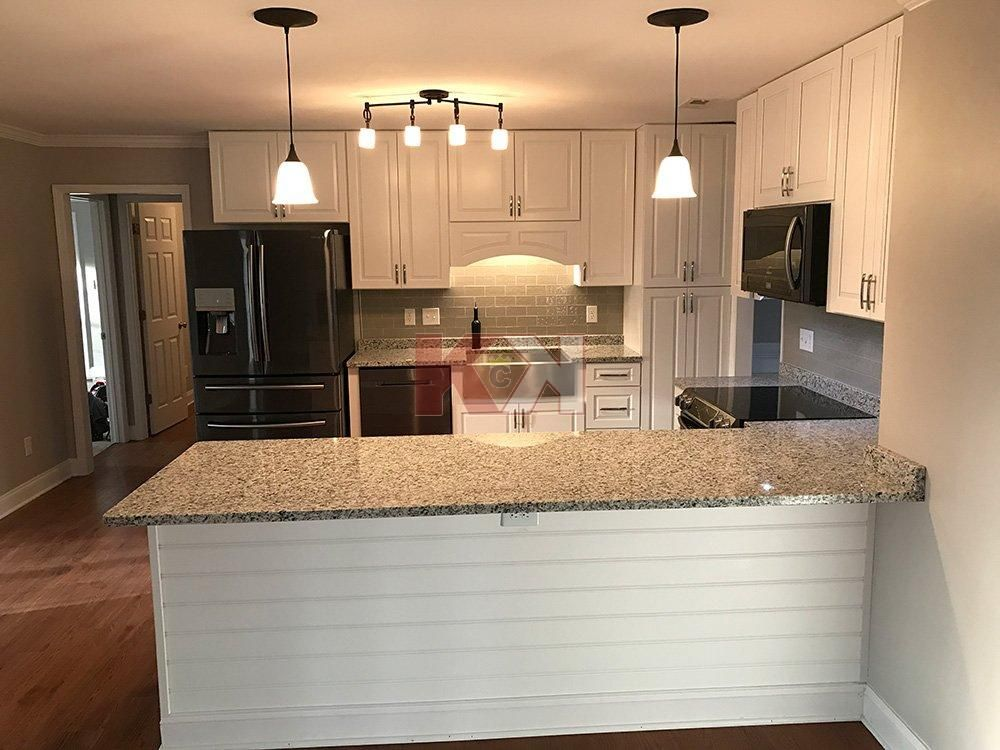 Best Gramercy White Kitchen Cabinets Submitted By Heather 400 x 300